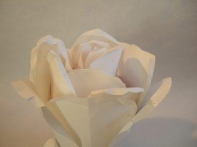 Prototyp eine Blüten-Urne aus Papier
