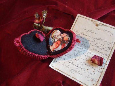 Textilherz Herzmedaillon (geöffnet)
