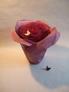 Urne in Blütenform: Maitea Variation